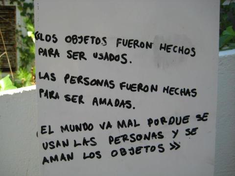 Objetos y personas, imagen por Felipe Pimentel González (vía Facebook)